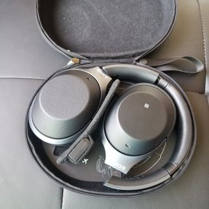 Sony WH1000XM2 Headset for Sale in Las Vegas, NV
