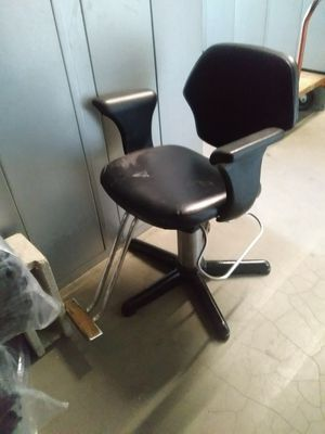 Barber chair for Sale in Pasadena, CA
