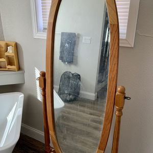 Wood Framed Free Standing Mirror for Sale in Kingman, KS