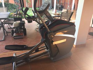 Octane Fitness Elliptical. Works great, excellent endurance exercise. Just Missing the power cable, can be easily fixed just no time. for Sale in Hialeah, FL