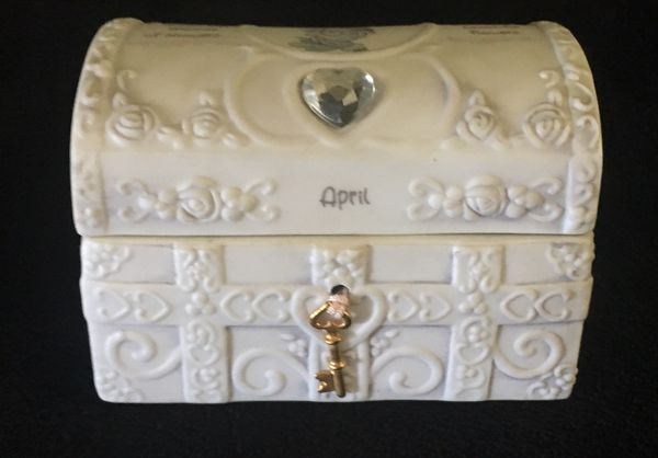 Vintage 1995 Precious Moments April Birthday Chest