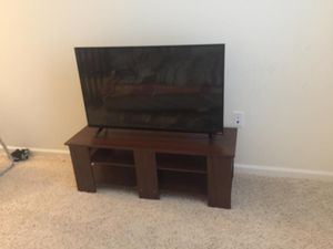 Vizio 43-Inch 1080p Smart LED TV with table for Sale in Danbury, CT