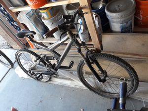 GIANT Mountain Bike for Sale in Buckeye, AZ