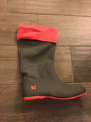 Butterfly Twist Rain Boots Grey/Coral size 7 for Sale in Charleston, SC