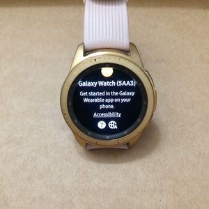 Galaxy watch 42mm- rose gold 4gb - (SM-R810), $115 no less no trade for Sale in West Sacramento, CA