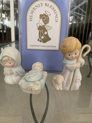 "Vintage Avon the holy family heavenly blessings nativity collection trio, in great condition,box measures 7"" x 4"" for Sale in Hobe Sound, FL"
