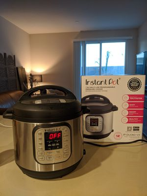 Instant Pot IP-DUO60 321 Electric Pressure Cooker, 6-QT, Stainless Steel/Black for Sale in Los Angeles, CA
