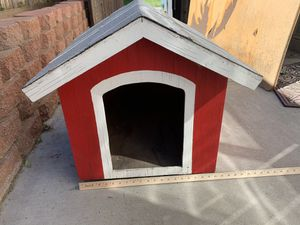 Dog house for small dog in good condition for Sale in Corona, CA