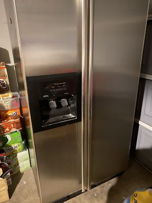 Refrigerator 2 doors ice and water stainless steel refrigerator for Sale in Saginaw, TX