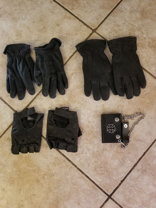 Mens leather motorcycle riding gloves and wallet $10each PLEASE SEE ALL MY OTHER ITEMS FOR SALE