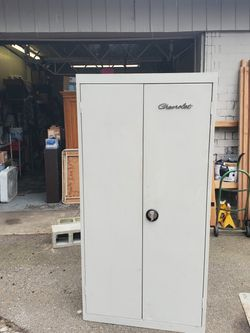 locking metal cabinet for Sale in Mountlake Terrace,  WA