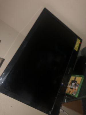 32 inch vizo tv rarely used like new for Sale in San Antonio, TX