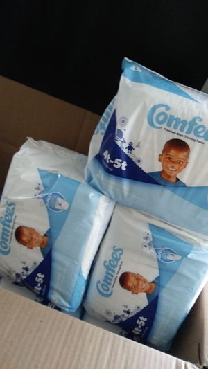 I have a Big box of pampers pull ups. For sell its over 200 in the box for Sale in Chicago, IL