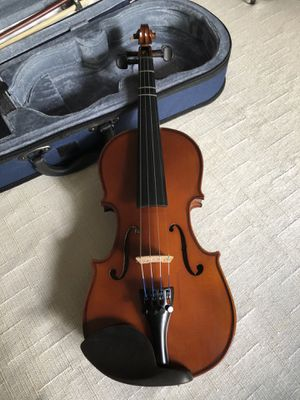 Beautiful children's violin w/carrying case for Sale in Greenville, SC