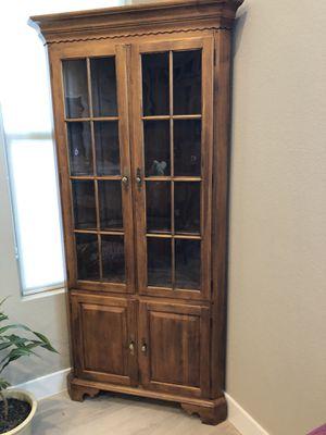Ethan Allen Circa 1776 Corner Curio Cabinet for Sale in Las Vegas, NV