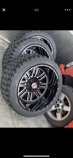 Jeep Wrangler wheels am tired contact us !! for Sale in Miami Springs, FL