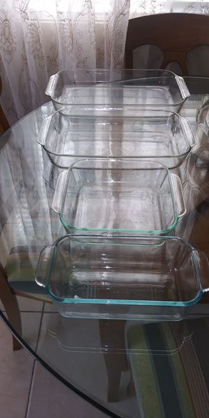 Set of 4 pyrex baking dishes for Sale in Riverside, CA