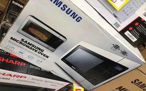 Samsung Microwave UK3V for Sale in Los Angeles, CA