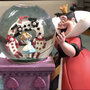 Rare Disney Queen Of Hearts Alice in Wonderland Villains Snow Globe for Sale in Bridgewater, MA