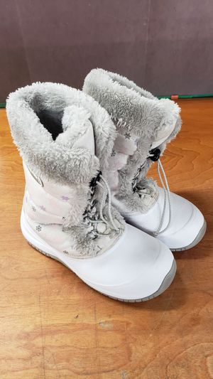 SNOW BOOTS FOR GIRLS SIZE 4 for Sale in Los Angeles, CA