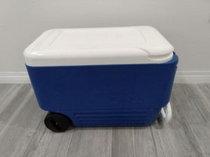 IGLOO cooler ice chest on wheels for Sale in Los Angeles, CA