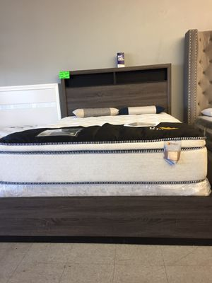 Grey queen bed with headboard shelves for Sale in Hesperia, CA