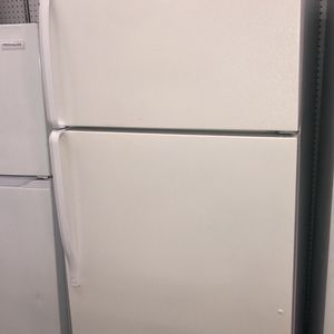 WHIRLPOOL TOP ON BOTTOM REFRIGERATOR EXCELLENT CONDITION for Sale in Elkridge, MD