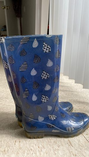 Toms women rain boots size 7/8 for Sale in Austin, TX