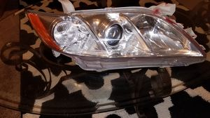 headlight Cannry 07 to 11 for Sale in Seattle, WA