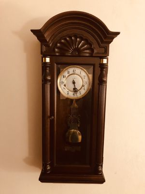 Antique Howard Miller wall clock for Sale in Hialeah, FL