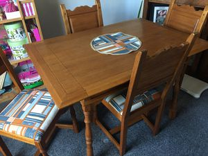 "Dining Room Table w/ two 6"" extensions for Sale in Hemet, CA"