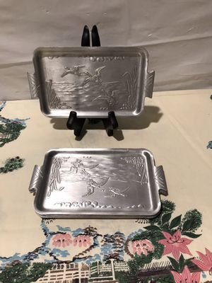 Vintage set of 8 bested aluminum silver trays with birds scenery art. for Sale in Baldwin, NY