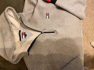 Tommy Hilfiger Top! for Sale in Tacoma, WA