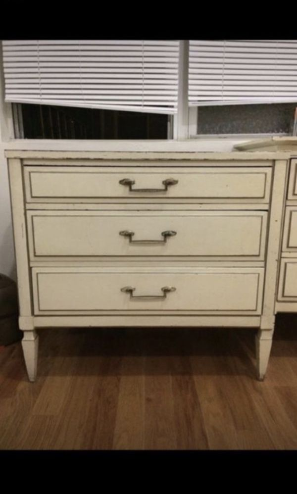 Vintage Antique 3-Drawer Dresser / Nightstand / Accent Table