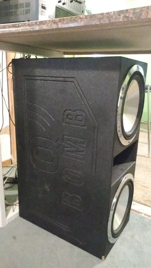 Q Bomb ported box that holds 2 twelve inch subwoofers for Sale in Richmond, VA