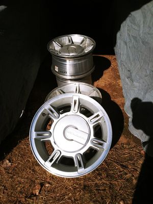 Factory rims off a 2004 hummer h2 for Sale in New Albany, MS