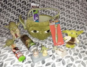 Small Star Wars Yoda Collection 30 pc + piece for Sale in Lawrenceville, GA
