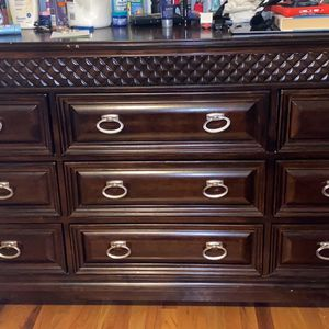 Dresser And 2 Night Stands Matching Set for Sale in Bogota, NJ