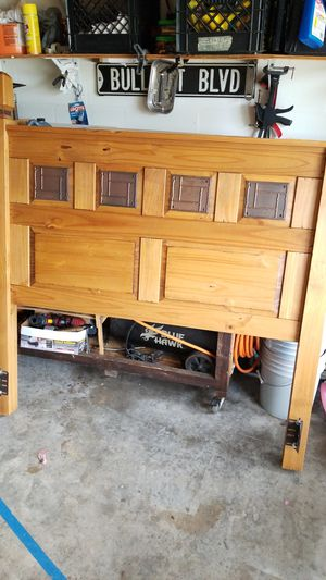 Pier 1 headboard with bed rails for Sale in Land O' Lakes, FL