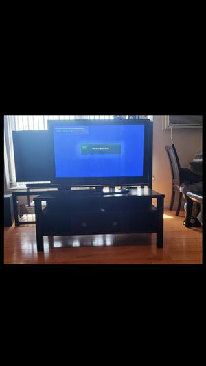 Samsung plasma 45 inch flat TV screen with Tv stand for Sale in Los Angeles, CA