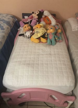 Girl bed and mattress for Sale in Hialeah, FL