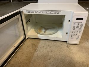 GE microwave white for Sale in Galloway, OH