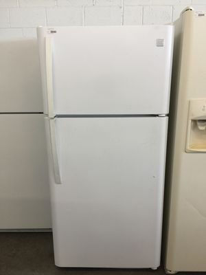 Kenmore 18. cu. ft. Capacity Top Freezer Refrigerator for Sale in Dallas, TX