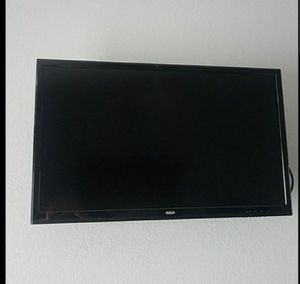 Free 32 inch RCR TV flatscreen for Sale in Montclair, CA