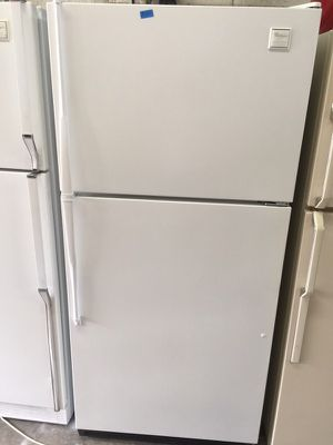 """Whirlpool white refrigerator 29""""W in excellent condition plus 6 months warranty for Sale in Pompano Beach, FL"""