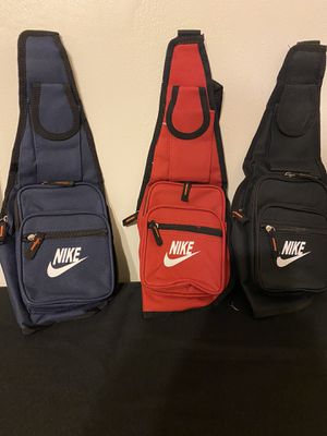 Nike bags crossbody 25 for Sale in Cleveland, OH