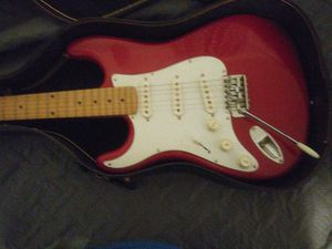 Cort lefty red. &white like new w case. Vintsge for Sale in North Plainfield, NJ