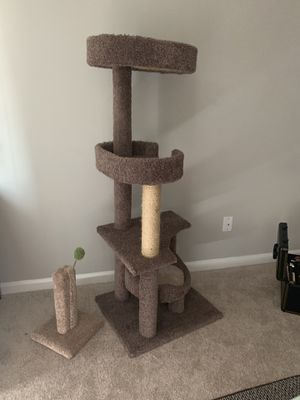 GENTLY USED CAT PERCH with playing perch for Sale in Murfreesboro, TN