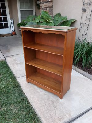 """VINTAGE """"HARBOR HOUSE"""" SOLID WOOD BOOKSHELF W/ GLASS TOP (30""""W × 11""""D × 38""""H) for Sale in Corona, CA"""