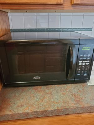 Oster 1.1 cu ft 1100W Digital Microwave Oven - Black OGZJ1104 for Sale in Chicago, IL